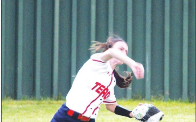 Lady Lions hang on to beat Mexia, 10-9