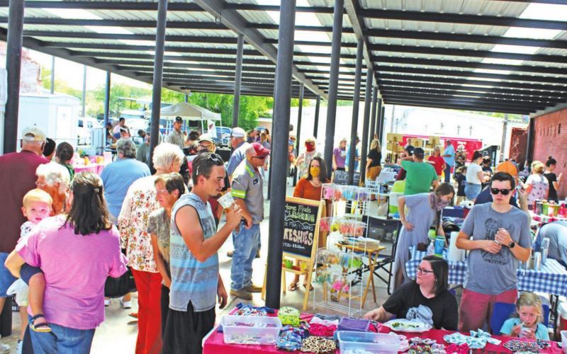Market draws large crowd for 'Sunday Funday'