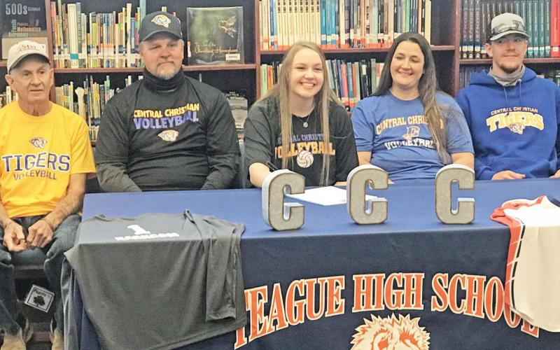 Harkcom signs with Central Christan College