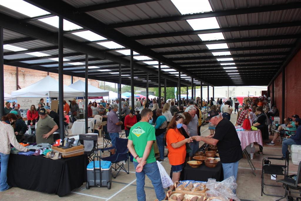 A huge crowd came out for the Teague Farmers Market on Sunday, as some stayed in town from the Homecoming festivities on Saturday. The next Farmers Market is set for Sunday, November 22, from 11 a.m. to 3:30 p.m.