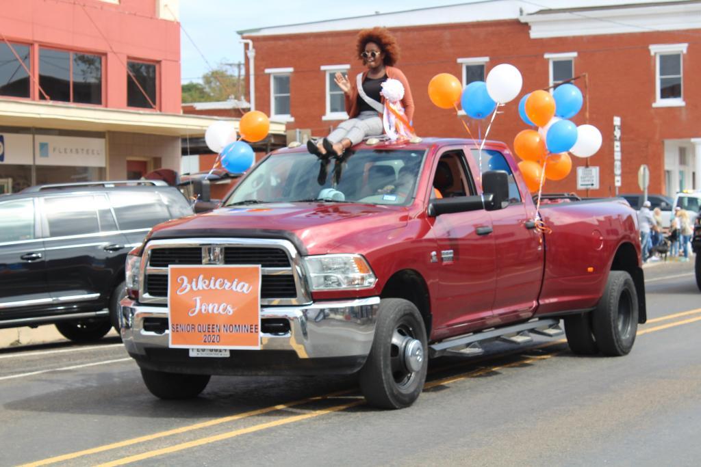 Senior Queen nominee Zikieria Jones takes in the parade.