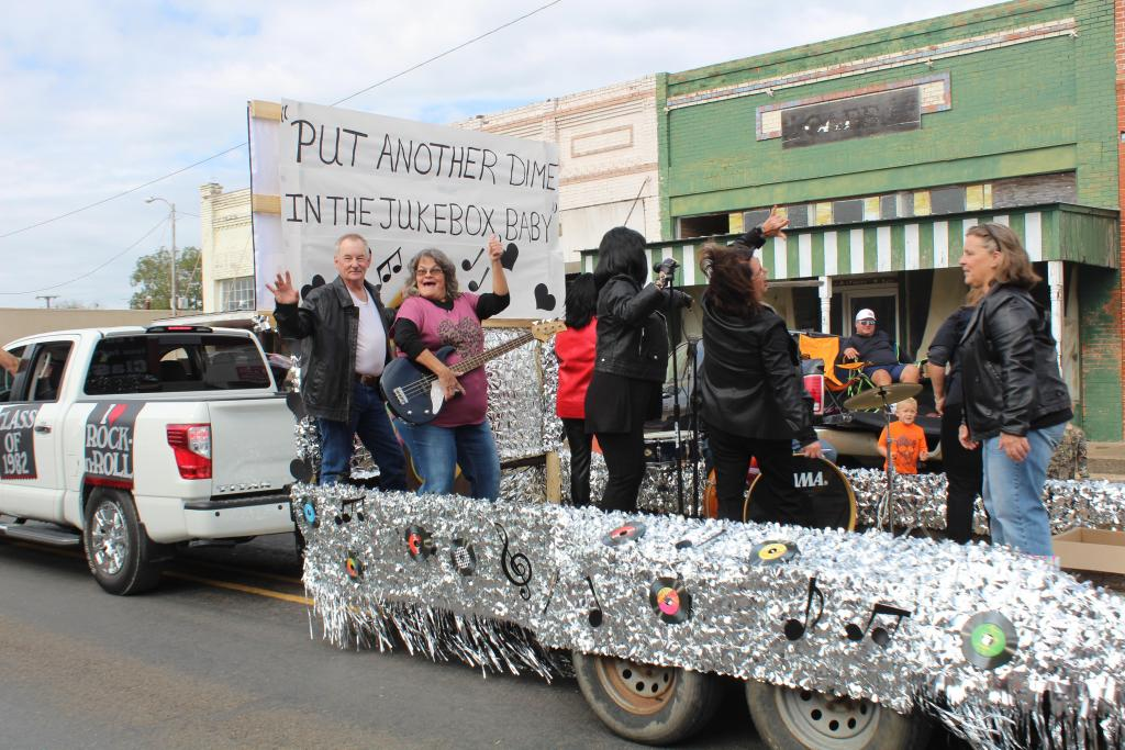 The THS Class of 1982 won the Grand Prize with their float on Saturday.
